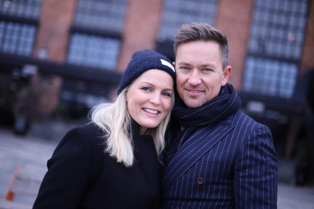 Guro Fostervold Tvedten og Håvard Tvedten utenfor tannklinikken til Oris Dental Aker Brygge, 2021.
