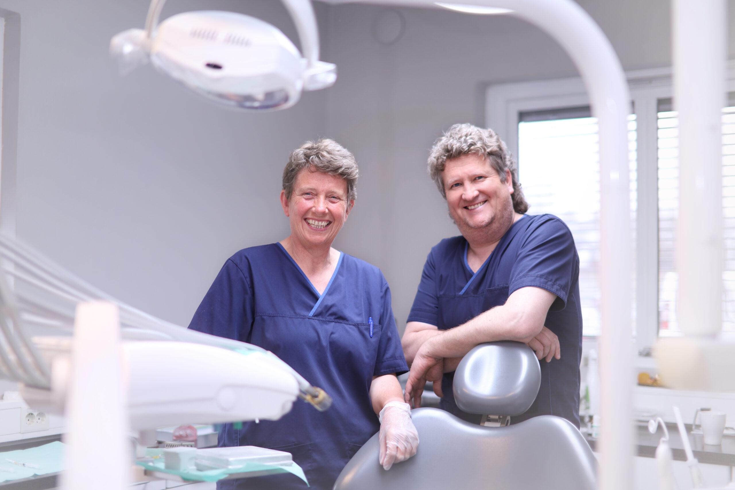 Tannlege og tannpleier ved tannlegekontoret på Raufoss ved Oris Dental.