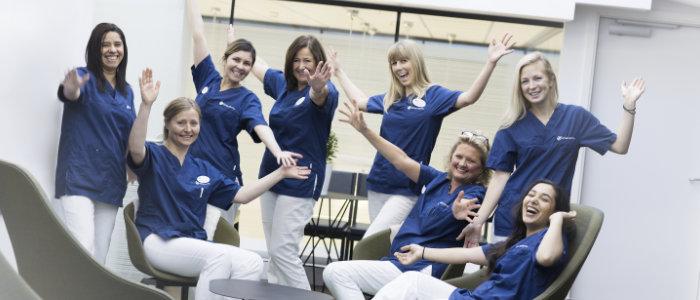 Kjeveortoped Yngvild Zachrisson sammen med sitt team av tannleger ved klinikken Oris Dental Aker Brygge.