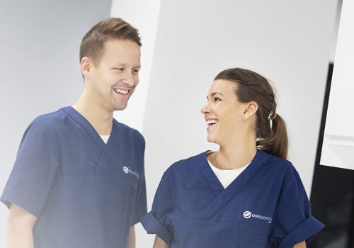Kvinne og mann som er tannbehandlere ved Oris Dental Narvik.