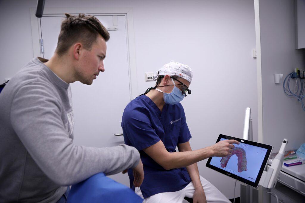 Håvard Tvedten til tannsjekk ved Oris Dental.
