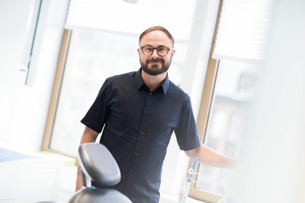 Spesialist i periodontitt Odd Bjørn Lutnæs ved Oris Dental.